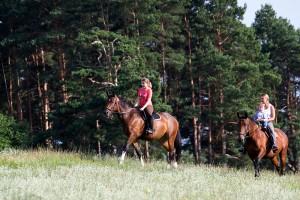 zirgu izjādes pie Rīgas
